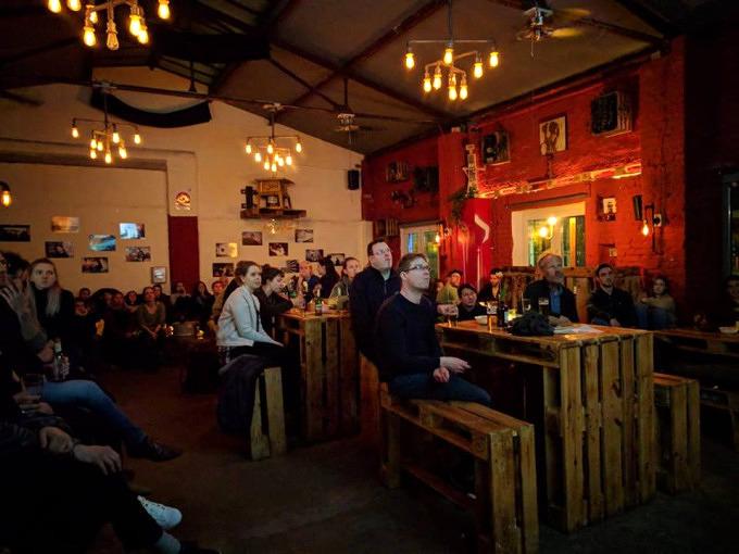 Stapel Bar Köln : sonntag tatort gucken stapel bar mit vergn gen k ln ~ Buech-reservation.com Haus und Dekorationen